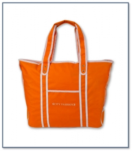 Beach Bag with Zipper Closure